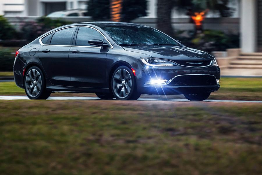 2015 Chrysler 200 Photo 2 of 37