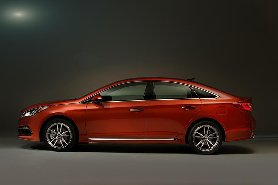 2015 Hyundai Sonata Photo 2 of 31