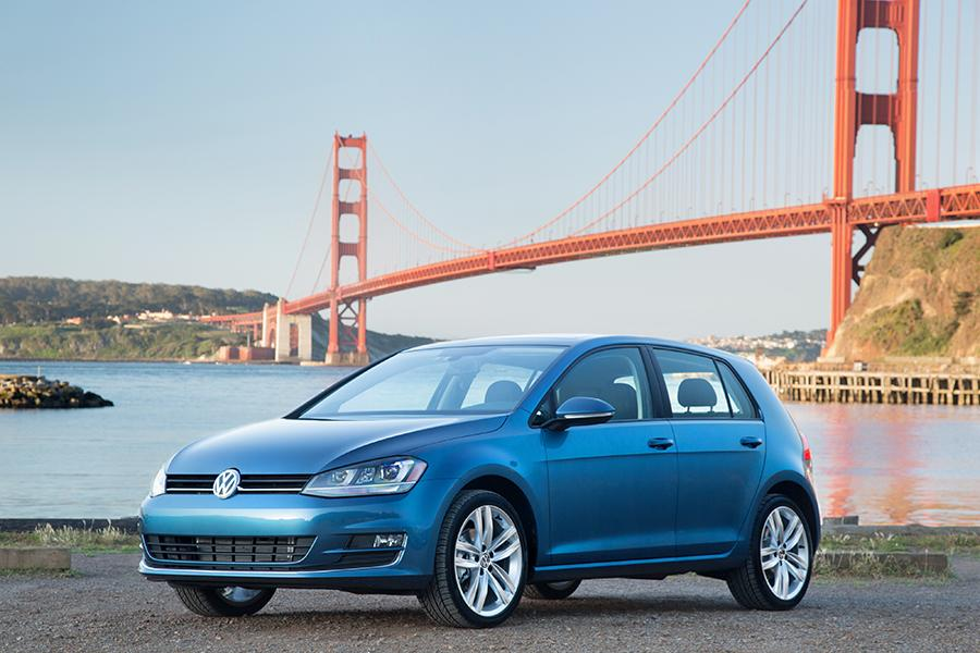 2015 Volkswagen Golf Photo 2 of 9