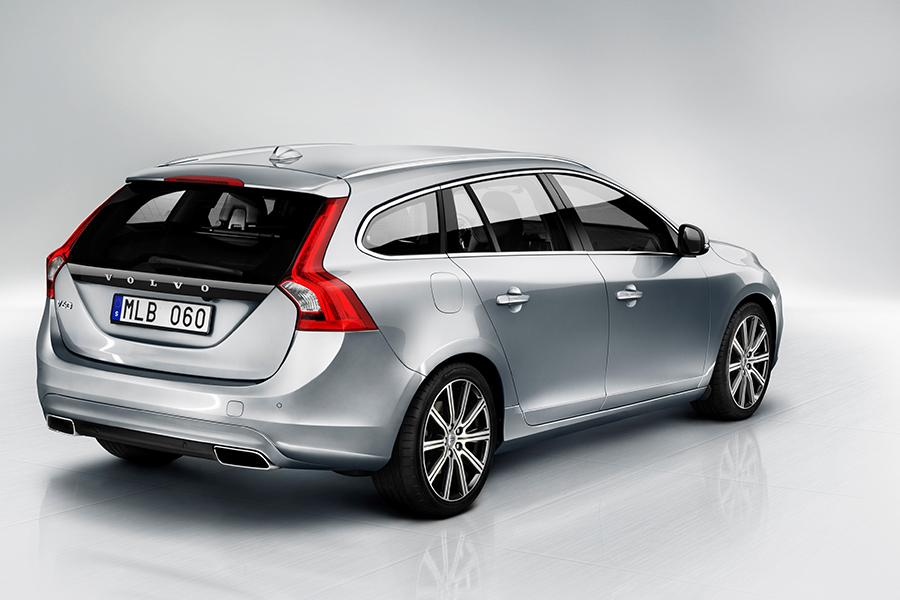 2015 Volvo V60 Photo 2 of 29