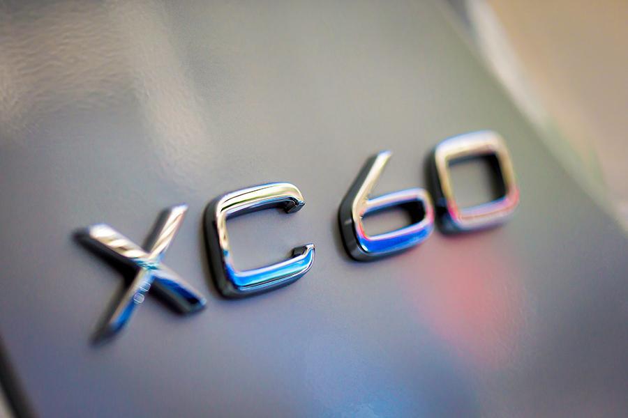 2015 Volvo XC60 Photo 2 of 12