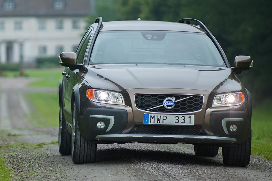 2015 Volvo XC70 Photo 2 of 12