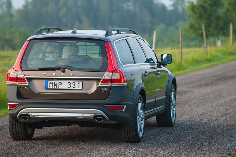 2015 Volvo XC70 Photo 3 of 12