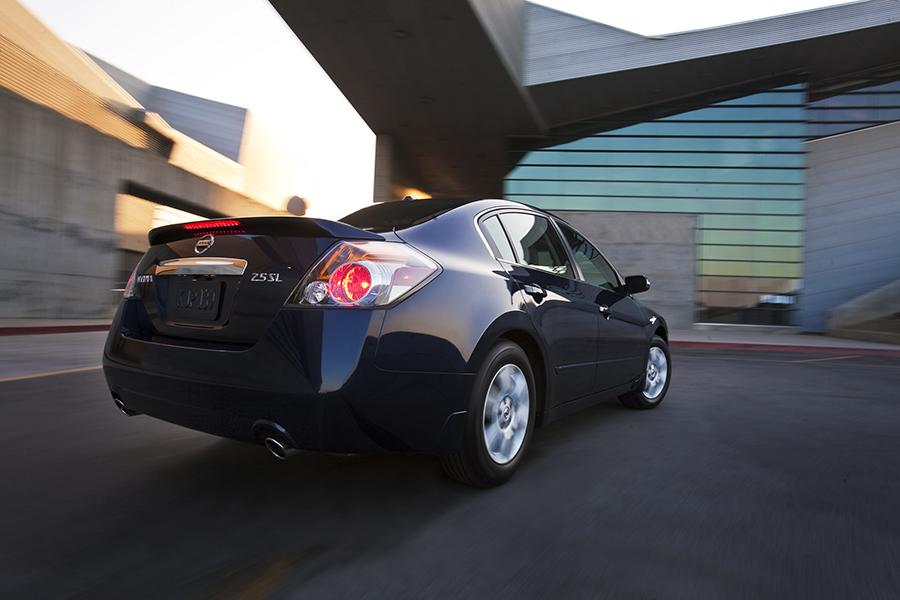 2014 Nissan Altima Photo 2 of 33