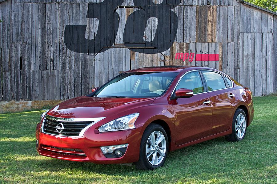 2014 Nissan Altima Photo 1 of 33