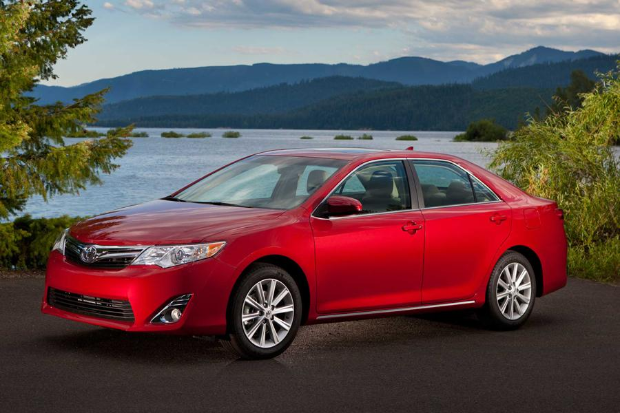 2014 Toyota Camry Photo 3 of 14