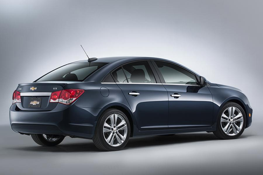 2015 Chevrolet Cruze Photo 3 of 9