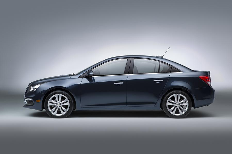 2015 Chevrolet Cruze Photo 2 of 9