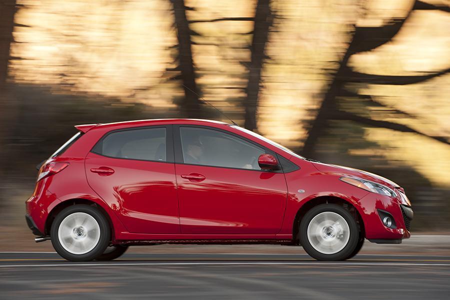 2014 Mazda Mazda2 Photo 2 of 19