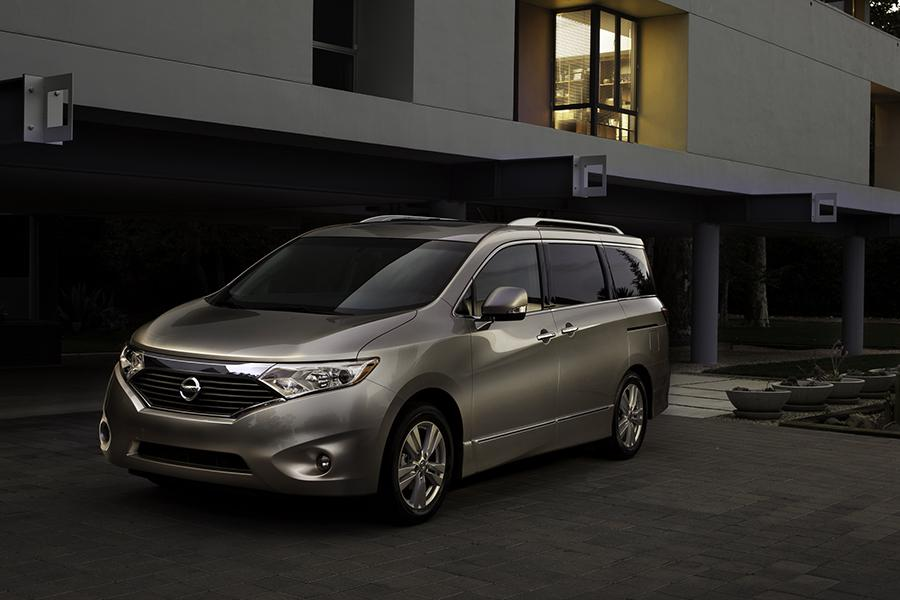 2014 Nissan Quest Photo 2 of 24