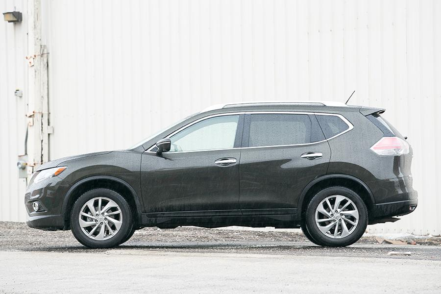 2014 Nissan Rogue Photo 3 of 37