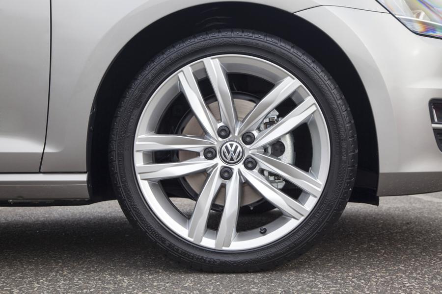 2014 Volkswagen Golf Photo 2 of 6