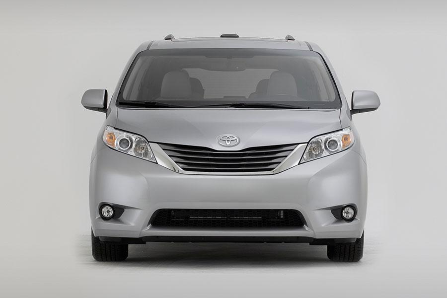 2014 Toyota Sienna Photo 6 of 18