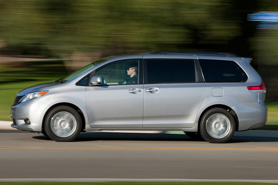 2014 Toyota Sienna Specs, Pictures, Trims, Colors || Cars.com