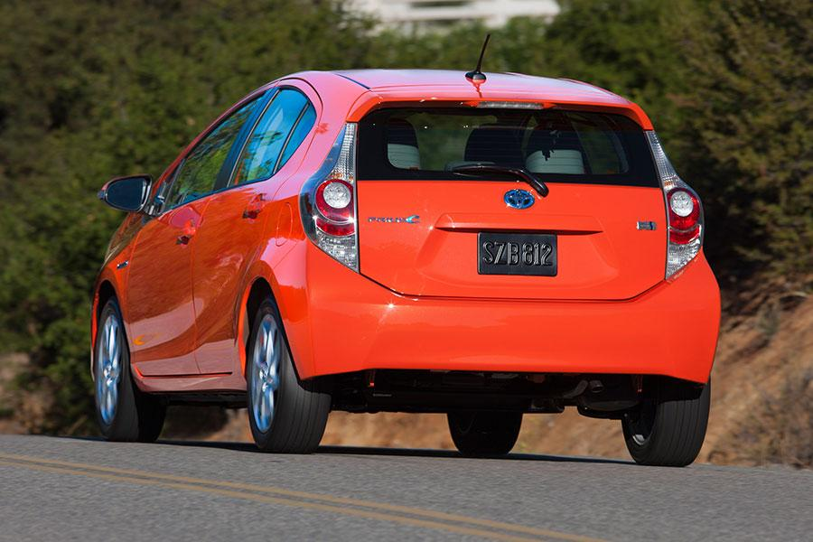 2014 Toyota Prius c Photo 4 of 17