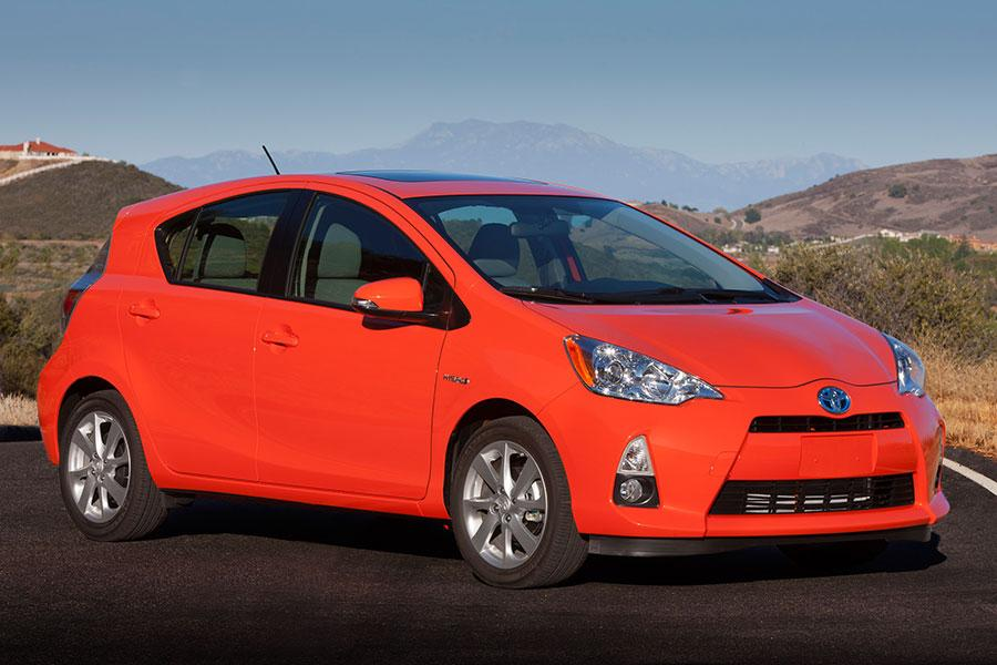 2014 toyota prius c overview. Black Bedroom Furniture Sets. Home Design Ideas