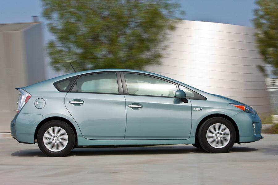 2014 Toyota Prius Plug-in Photo 2 of 16