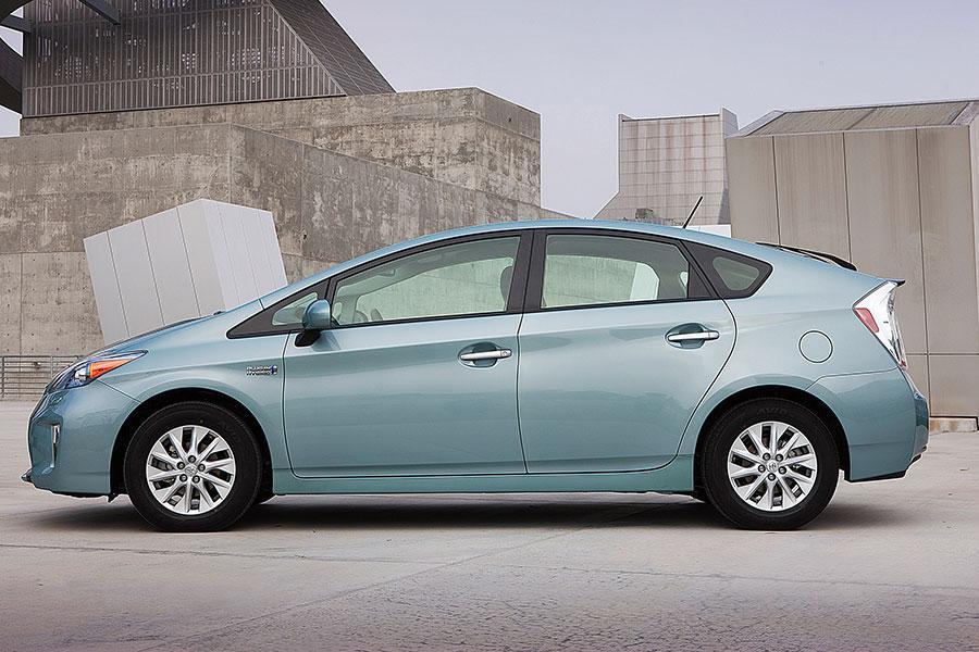 2014 Toyota Prius Plug-in Photo 5 of 16