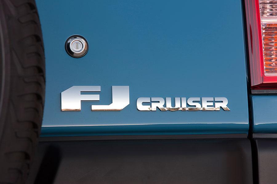 2014 Toyota FJ Cruiser Photo 4 of 23