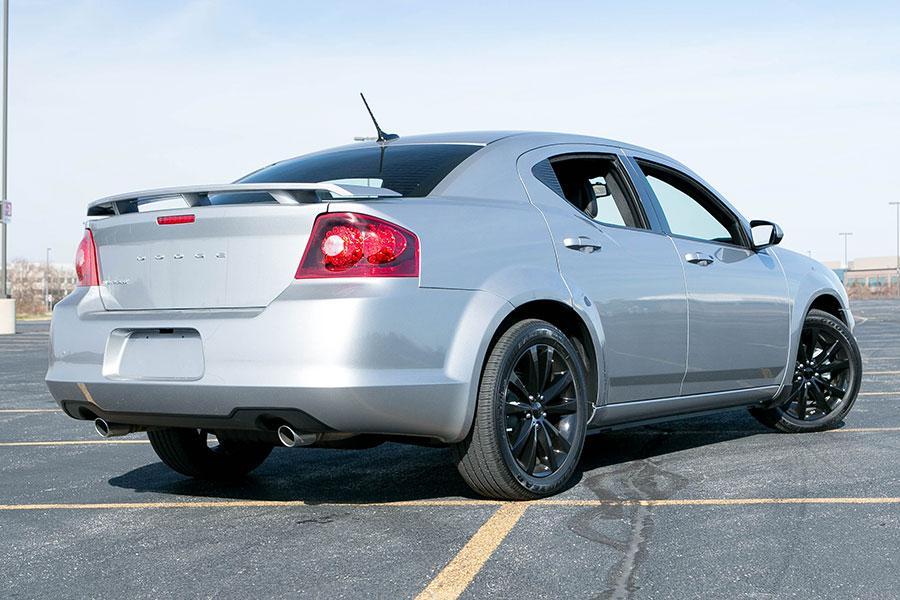Chrysler 200 Mpg >> Dodge Avenger Sedan Models, Price, Specs, Reviews | Cars.com