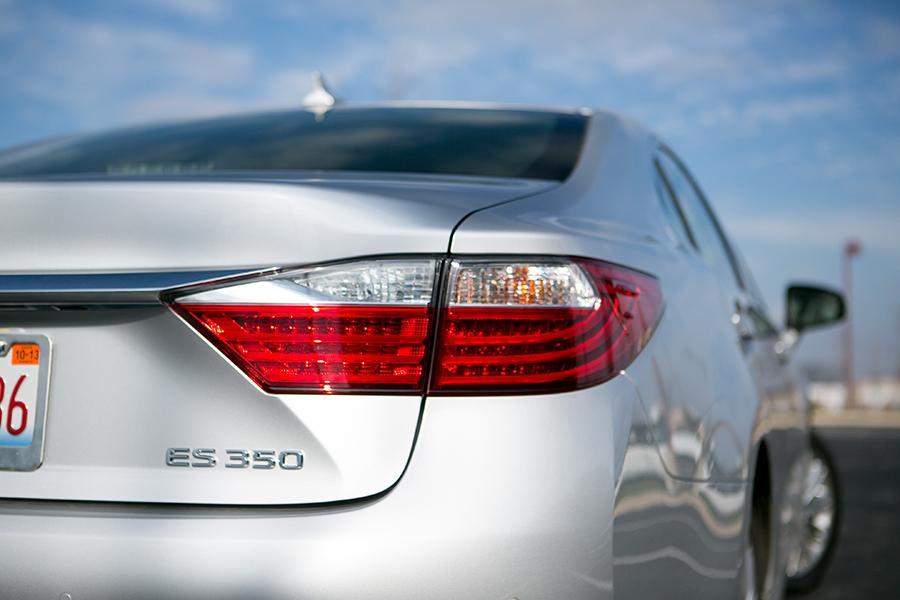 2014 Lexus ES 350 Photo 2 of 19