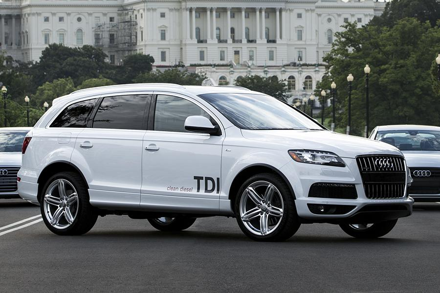 2014 audi q7 overview. Black Bedroom Furniture Sets. Home Design Ideas