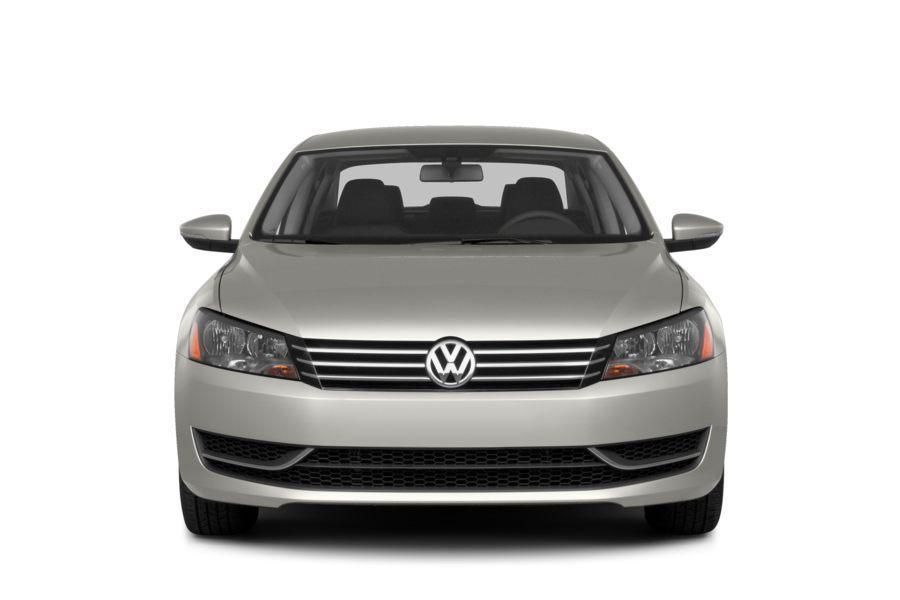 2014 Volkswagen Passat Photo 2 of 17