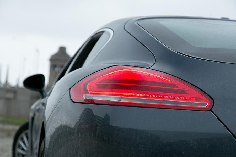 2014 Porsche Panamera e-Hybrid Photo 2 of 20