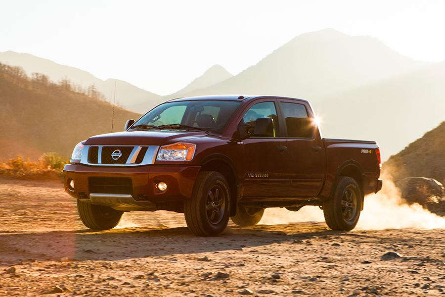 2014 Nissan Titan Photo 3 of 28
