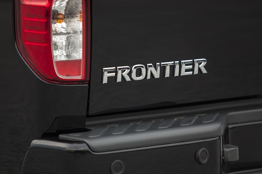 2014 Nissan Frontier Photo 5 of 25