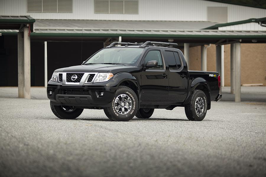 2014 Nissan Frontier Photo 4 of 25