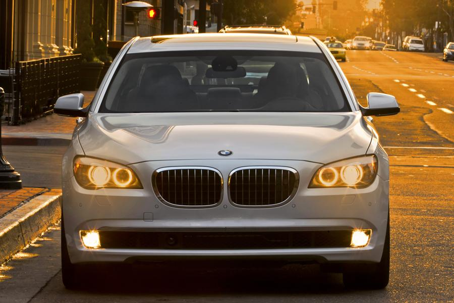 2014 BMW 750 Photo 4 of 14