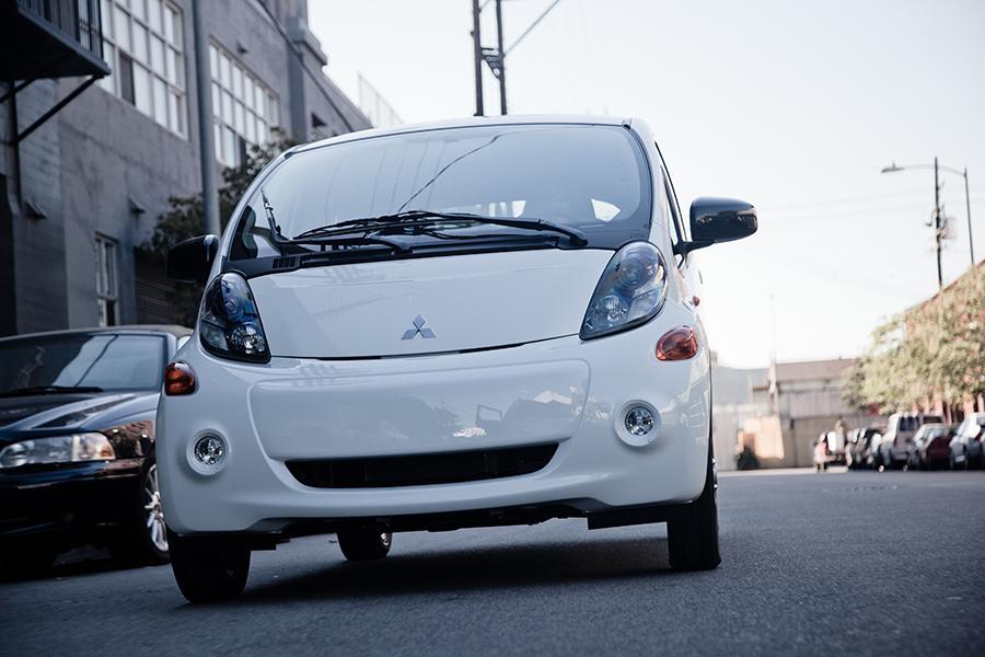 2013 Mitsubishi i-MiEV Photo 6 of 24