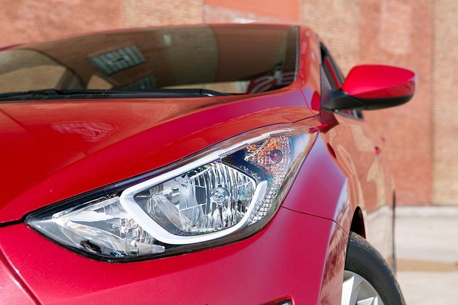 2015 Hyundai Elantra Photo 3 of 22