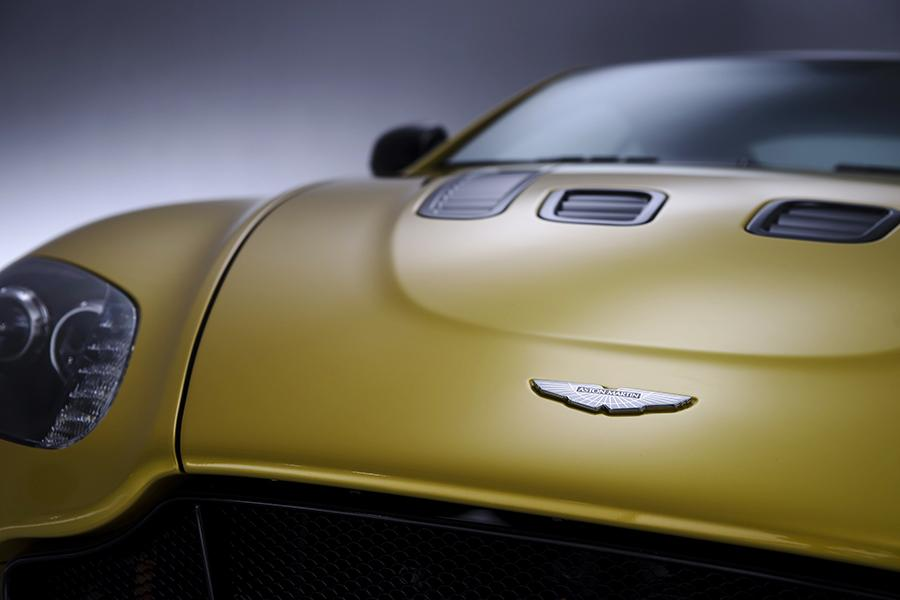 2015 Aston Martin V12 Vantage S Photo 2 of 28