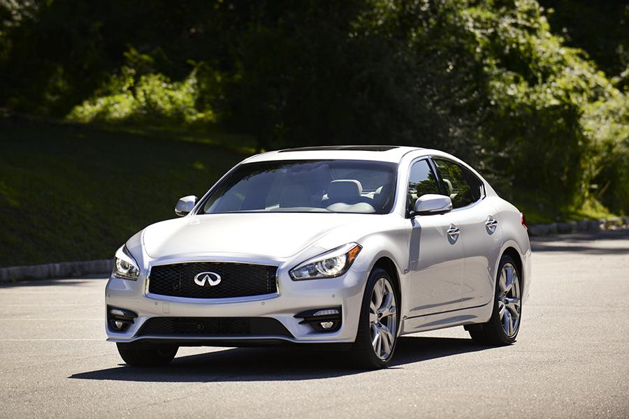 2015 infiniti q70 overview. Black Bedroom Furniture Sets. Home Design Ideas