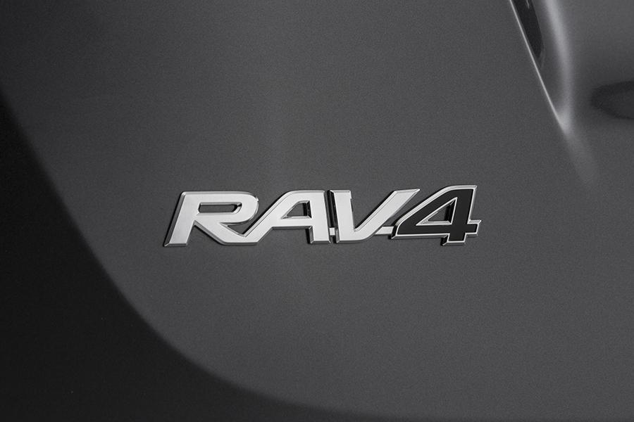 2015 Toyota RAV4 Photo 5 of 21
