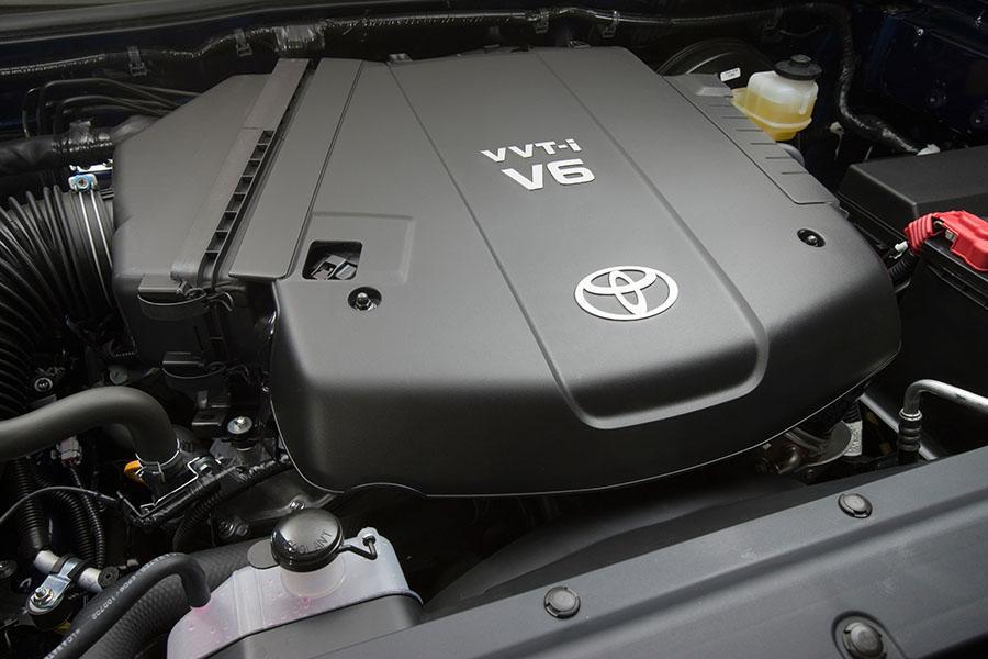 2015 Toyota Tacoma Photo 2 of 18