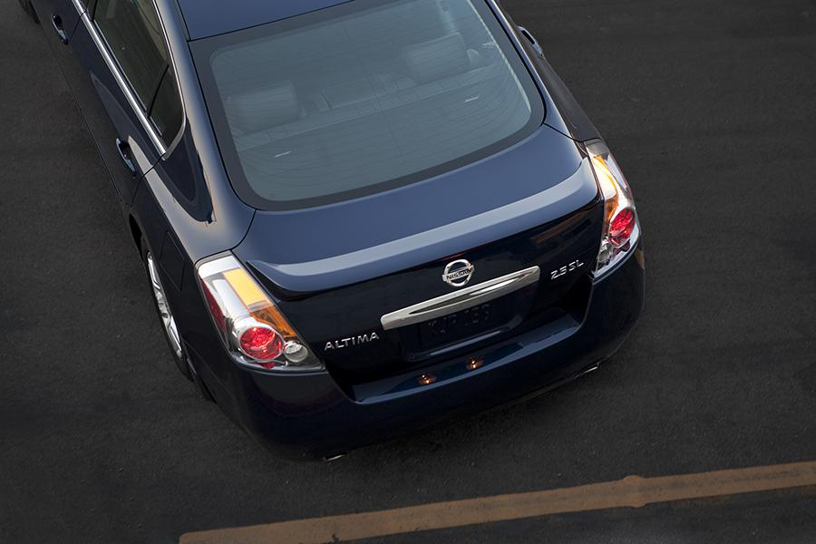 2015 Nissan Altima Photo 5 of 30