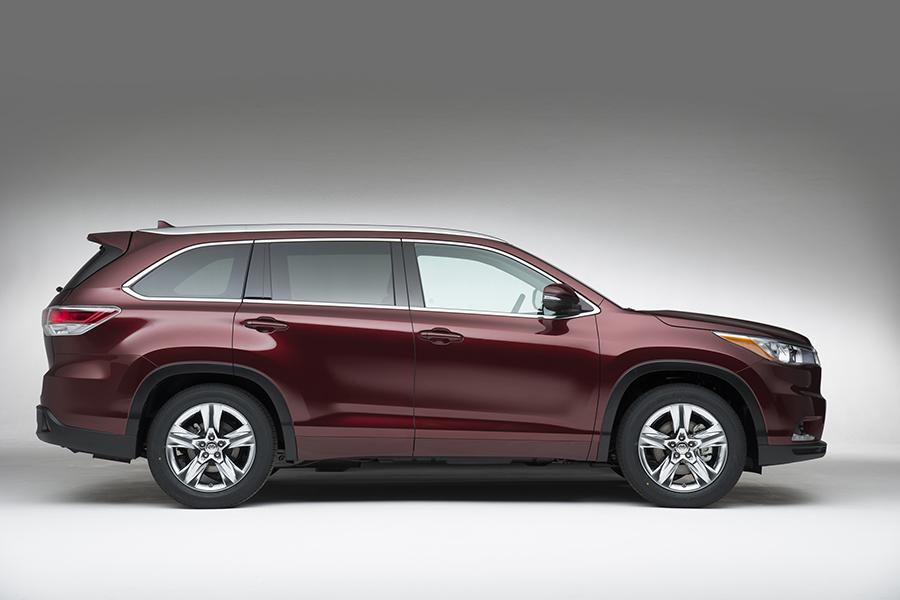 2015 toyota highlander overview. Black Bedroom Furniture Sets. Home Design Ideas