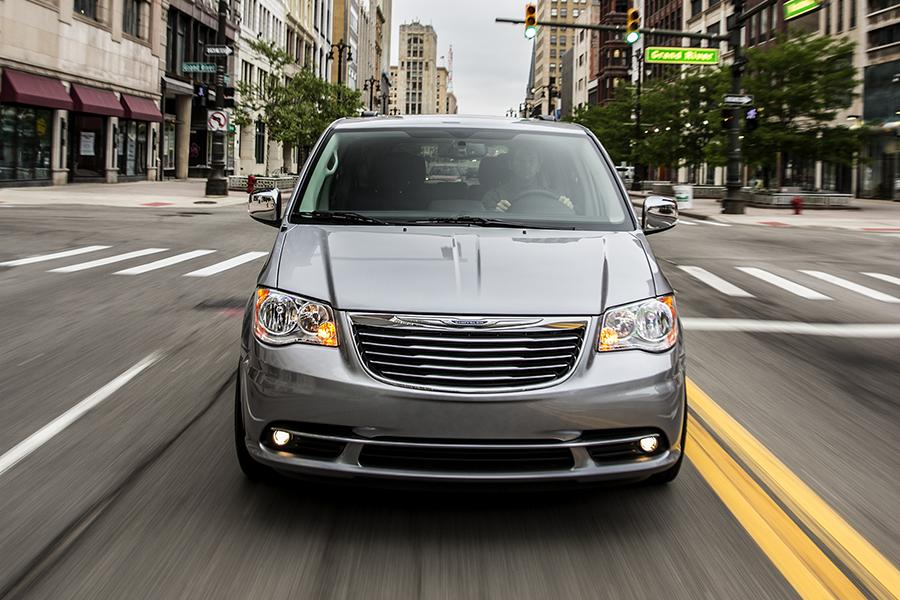 2015 Chrysler Town & Country Photo 4 of 9