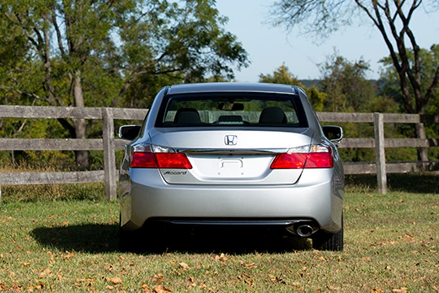 2015 Honda Accord Photo 4 of 19
