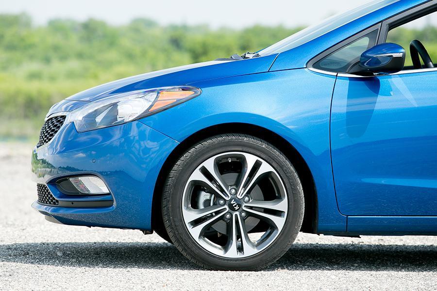 2010 Hyundai Elantra Specs Pictures Trims Colors Autos Post