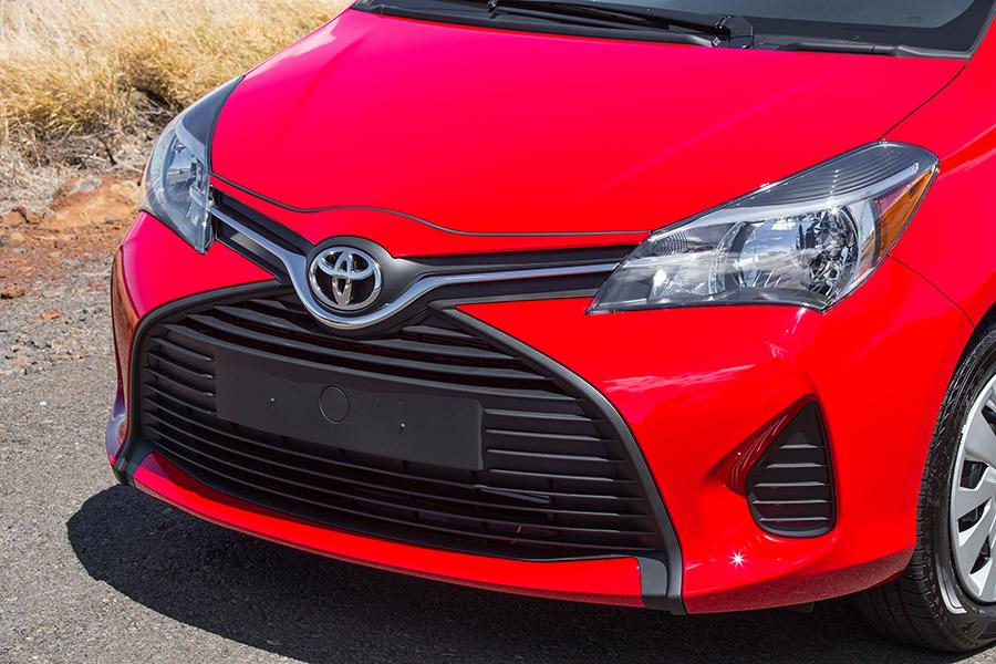 2015 Toyota Yaris Photo 3 of 13