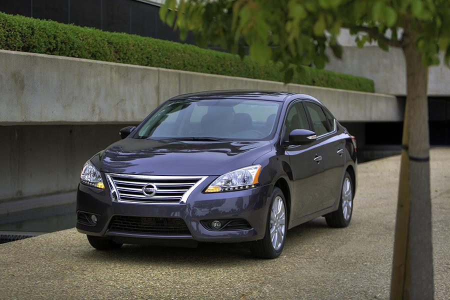 2015 Nissan Sentra Photo 1 of 13