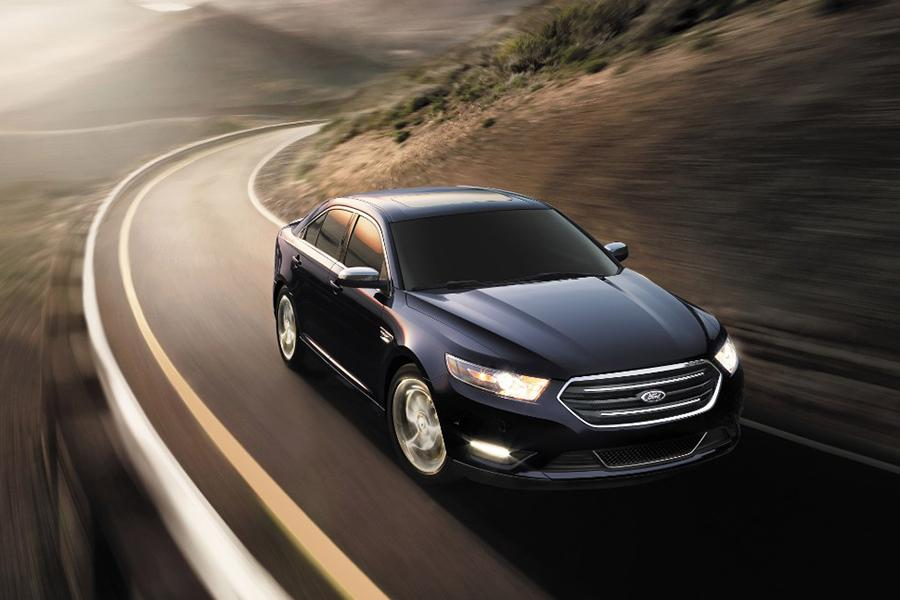2015 Ford Taurus Photo 3 of 8