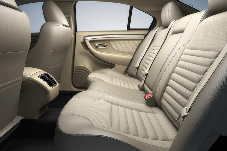2015 Ford Taurus Photo 6 of 8