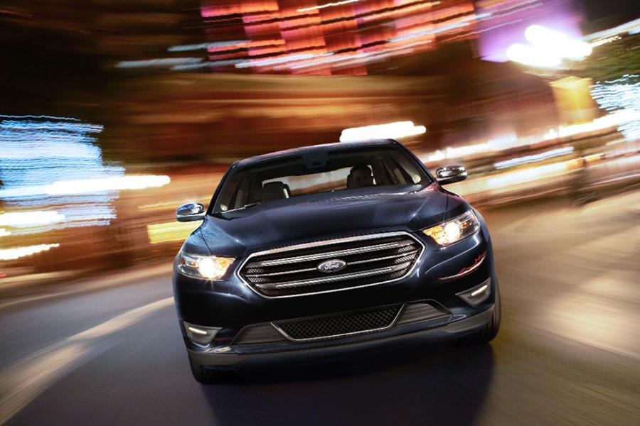 2015 Ford Taurus Photo 4 of 8