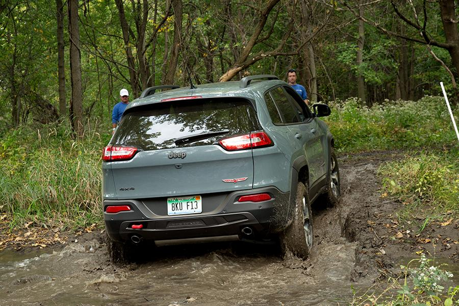 2015 Jeep Cherokee Photo 4 of 15