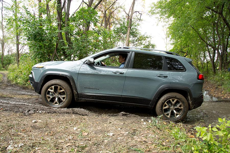 2015 jeep cherokee reviews specs and prices. Black Bedroom Furniture Sets. Home Design Ideas